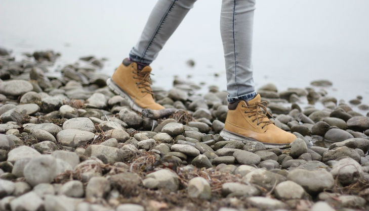 walking shoes flat feet